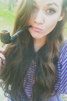 Women Smoking Cigars, Smoking Ladies, Cigar Smoking, Girl Smoking, Smoking Pipes, Better Bowl, Briar Pipe, Pipes And Cigars, Beautiful Sunset