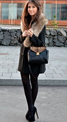 Gorgeous fall style: fur collar coat & leopard trim bag grounded by black