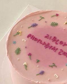"""1,094 次赞、 1 条评论 - Hamuu cake : 하므 케이크 (@hamuucake) 在 Instagram 发布:""""Pink ver.💖 . . . 📌마감날짜와 휴무는 인스타프로필에 상시 공지합니다 📌주문은 현재로부터…"""" Gorgeous Cakes, Pretty Cakes, Amazing Cakes, Birthday Cake Decorating, Cake Decorating Tips, Fancy Cakes, Mini Cakes, Pretty Birthday Cakes, Cake Birthday"""