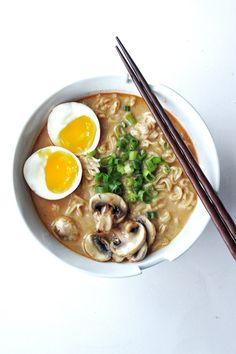 Easy & Quick Creamy Spicy Miso Ramen Recipe – Couple Eats Food - recipes for dinner easy Soup Recipes, Chicken Recipes, Cooking Recipes, Easy Ramen Recipes, Noodle Recipes, Spicy Miso Ramen Recipe, Miso Soup, Ramen Miso, Salads