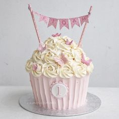 #cake #cakeshop #cakes #cakejakarta #cupcakes #cupcakejakarta #cafejakarta #lulukaylacupcake #kuejakarta #kueultah #kue #birthdaycake #JKTINFOOD #JKTFOODIES #buttercreamcake #customcake #customcakejakarta #flowercake #cupcakesjakarta #giantcupcakelk Large Cupcake Cakes, Big Cupcake, Giant Cupcakes, Ladybug Cupcakes, Kitty Cupcakes, Snowman Cupcakes, 1st Birthday Cake Topper, Birthday Cupcakes, Birth Cakes