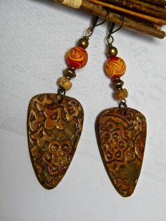 Boucles d'oreilles roux, orangé, boucles d'oreilles rustiques, effet bois, laiton, perles indonésiennes, jaspe : Boucles d'oreille par francesca