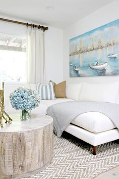 Rustic Home Design, Home, Country Modern Home, Beachfront Decor, Chic Beach House, Beach House Interior, House Styles, Marthas Vineyard Interior Design, Log Home Interiors