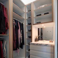 Trendy small walk in closet design layout mirror Small Walk In Wardrobe, Small Closets, Small Bedrooms, Small Closet Design, Closet Designs, Walk In Robe Designs, Walking Closet, Organizing Walk In Closet, Closet Organization