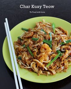 Here& a new and improved recipe for Char Kuay Teow (fried rice noodles), a popular street food in Malaysia. Try this version and le. Malaysian Cuisine, Malaysian Food, Malaysian Recipes, Asian Noodle Recipes, Asian Recipes, Chinese Recipes, Asian Desserts, Char Kway Teow Recipe, Malaysia