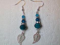 Boucles d'oreilles longues perles de verre à facettes strass toupies turquoise et feuilles argentées fait main  Prix 11.90 € http://cathycreations.alittlemarket.com/