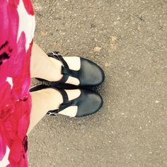 Love my morning walk to the shop with my @lottasclogs on ! #clogs #woodenshoesrock