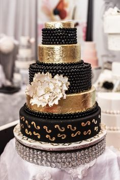 Metallic Cake, Silver Cake, Gold Cake, Beautiful Wedding Cakes, Beautiful Cakes, Amazing Cakes, Black White Cakes, Black Gold, Black And Gold Birthday Cake