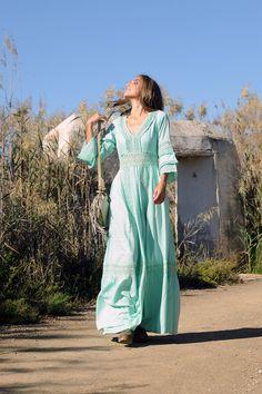 ¡Qué ideal este vestido boho chic! Orissa es un diseño con mucho flow. Boho Chic, Ibiza, Spring Summer, Dresses, Fashion, Bohemian, Long Dresses, Moda, Vestidos