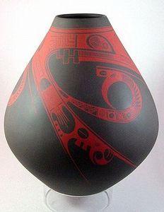 Authentic JUAN QUEZADA Mata Ortiz Museum Quality Red on Black Pottery Vase Olla