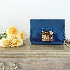 """Mi piace"": 4,641, commenti: 45 - FURLA (@furla) su Instagram: ""Charming blue   #furlafeeling #fashion #bag #furlametropolis"""