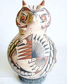 Tradición y cultura de #Paquime #CasasGrandes. Llegan nuevas piezas de cerámica de Mata Ortiz Chihuahua a Estilo Mexicano.  #ArtesaníaMexicana #ArtesaniaMexicana #Arte #ArteMexicano #Artesanía #Vasija #Color #PicOftheDay #Pot #Pottery #Clay #HandMade #MadeinMexico #México #DF #HechoenMexico #Hechoamano #Ceramica #Cerámica #Barro #beautiful #artepopular #Folkart #MataOrtiz #Chihuahua #Buho #Animal por estilomexicano en Instagram http://ift.tt/1RRDplM #navitips
