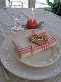 Felt gingerbread man instead Christmas Baking, Christmas Home, White Christmas, Merry Christmas, Xmas, Christmas Table Settings, Christmas Decorations, Holiday Decorating, Decorating Ideas