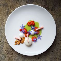 White chocolate mousse, yogurt jelly, strawberry, almond biscuit, meringue, cucumber and mint consumme ©lvin1stbite