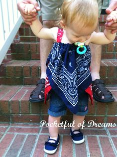 Pocketful Of Dreams: Handkerchief Hem Bandana Top or Skirt Tutorial So adorable! love the idea Diy Clothing, Sewing Clothes, Clothing Patterns, Sewing Patterns, Bandana Skirt, Bandana Top, Bandana Blanket, Sewing For Kids, Baby Sewing