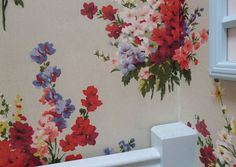 luscious vintage wall paper - yes please!