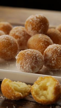 Mochi Doughnuts A popular street food, these mochi doughnuts are crisp on the outside and fluffy on the inside.<br> A popular street food, these mochi doughnuts are crisp on the outside and fluffy on the inside. Filipino Desserts, Asian Desserts, Hawaiian Desserts, Filipino Food, Easy Filipino Recipes, Mochi Donuts Recipe, Japanese Mochi Donut Recipe, Korean Mochi Bread Recipe, Poi Mochi Recipe