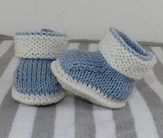 Baby 2 Colour Booties Knitting Pattern at Makerist Baby Booties Knitting Pattern, Kids Knitting Patterns, Knit Baby Booties, Christmas Knitting Patterns, Knitting For Kids, Baby Patterns, Knitted Baby Boots, Free Knitting, Baby Bootees