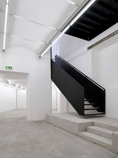 Propeller Z Architektur   BAWAG Contemporary   Black Steel + Grey Concrete
