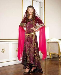 kına-için-bindallılar (1) Sari, Fashion, Saree, Moda, Fasion, Fashion Illustrations, Fashion Models, Sari Dress