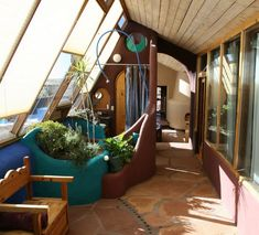 Concept de la maison recyclée par Michael Reynolds. Earthship DesignEarthship HomeRecycled HouseBottle WallBottle HouseStaircase GlassSpiral StaircaseStaircasesCob House Interior. Glass bottles catching the sunlight cast many hues in this beautiful Earthship interior.