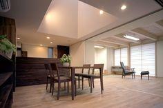 通り土間のある平屋 木の温もりを感じるダイニング|重量木骨の家 選ばれた工務店と建てる木造注文住宅