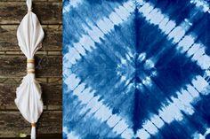 Techniques Shibori et Indigo Tie Dye Folding Techniques, Fabric Dyeing Techniques, Shibori Fabric, Shibori Tie Dye, How To Tie Dye, How To Dye Fabric, Tie Dye Crafts, Diy And Crafts, Diy Tie Dye Shirts
