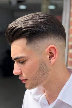 Skin Fade Inspiration For Stylish Gentlemen Of All Ages Slicked Back High Skin Fade Cut ❤️ Contemporary men never pass by skin fade haircuts! We've compiled the latest examples: high skin fade with comb over, mid Cool Hairstyles For Men, Hairstyles Haircuts, Haircuts For Men, Latest Hairstyles, Short Haircuts, Hair And Beard Styles, Short Hair Styles, Male Curly Hair, Mid Fade Haircut