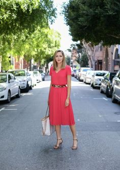 Summer business casual attire for women