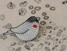 Broche Pássaro | Lila Ruby King - Woodgrain Sparrow Pin