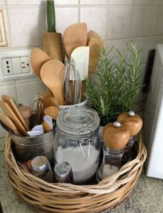 Simple and Cheap Small Kitchen Decor - Küche - Ideen für die Wohndekoration Diy Kitchen Storage, Kitchen Pantry, New Kitchen, Kitchen Modern, Kitchen Hacks, Vintage Kitchen, Awesome Kitchen, Organized Kitchen, Bathroom Storage