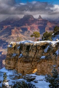 Grand Canyon. Arch at beginning of trail.