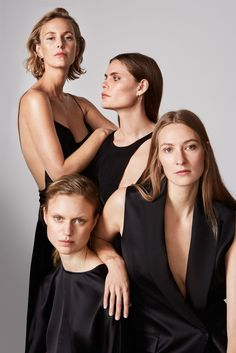 Top Models Pose for Elle Sweden December 2016 Cover Story Group Photography, Portrait Photography, Top Model Poses, Group Photo Poses, Pose Reference Photo, Photo Grouping, Portrait Poses, Jolie Photo, Family Portraits