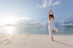 沖縄の美しいビーチで極上のリラクゼーションタイムを。毎日ビーチでヨガが楽しめる、沖縄ビーチヨガスタート!