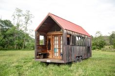 Lloyd's Blog: Tiny Homes of Recycled Materials on Trailer