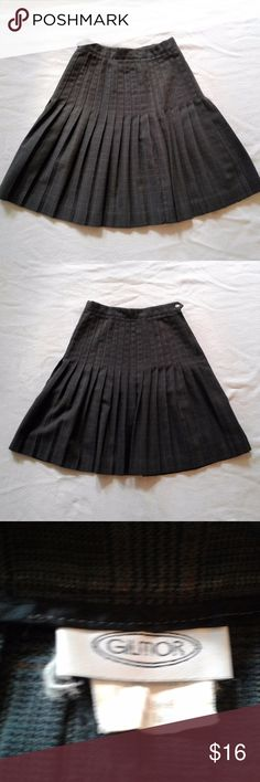 Pleated, high-waisted, flared vintage skirt Gilmor pleated skirt: - Plaid pattern: very subtle black, brown and oxblood plaid on a gray background - High-waisted: sits at natural waist slightly above navel - Fitted or A-line near waist & flares out below hips - knee-length - Dense accordion pleats (very twirly) - Unlined - Closes with a zipper and button - Made in the U.S.A. - Based on style and manufacturing country, likely vintage from the 1980s - Excellent used condition!  Approx…