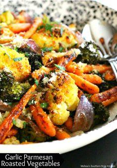 garlic parmesan roasted vegetables www.melissassouth… garlic parmesan roasted vegetables www. Eating Vegetables, Healthy Vegetables, Grilled Vegetables, Veggies, Side Dishes Easy, Vegetable Side Dishes, Side Dish Recipes, Veggie Side, Vegetable Bowl