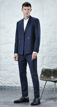 A new take on pinstriped tailoring from the HUGO Man pre-Fall 2016 collection Hugo Boss Man, Hugo Men, Dark Blue Suit, Elegant, I Dress, Men's Fashion, Suit Jacket, Fall 2016, Jackets