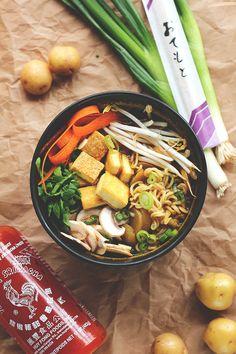 11 Mind-Blowing Bowls Of Ramen You Wont Believe Are Vegetarian Vegan Shoyu Ramen Easy Potato Recipes, Ramen Recipes, Veggie Recipes, Asian Recipes, Cooking Recipes, Ramen Vegan, Vegan Soups, Vegan Dishes, Vegan Food