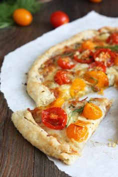 Tomato Fennel Tart is a great addition to a summer gathering. Rustic ...