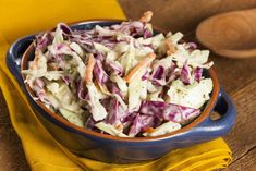 No-Sugar Candida Coleslaw This no-sugar coleslaw recipe uses apple cider vinegar, lemon juice and plain yogurt to create a super-healthy, refreshing sauce that you'll just love. Coleslaw Recipe No Sugar, Homemade Coleslaw, Creamy Coleslaw, Sugar Free Recipes, New Recipes, Gluten Free Buns, Candida Diet Recipes, Cole Slaw, Low Carb Side Dishes