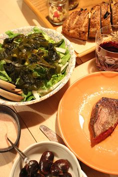 dinner on Sun. 1st Mar. 2015: beef stake, green salad with wakame seaweed by tomato yogurt sauce, braised Scarlet runners beans, tea bread string cheese & caciocavallo, nets & dry fruits red wine then green tea before going to bed: 52.45kg  It must be the result of successive cheese, stake and wine, especially I didn't swim today. But the body fat percentage is stable luckily.