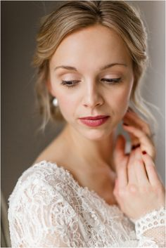 Natural and beautiful wedding hair & makeup for blondes