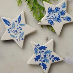 Set of 3 blue and white ceramic stars Christmas decorations by Gisela Graham Frugal Christmas, Family Christmas Ornaments, Christmas Fairy, Christmas Mood, Homemade Christmas, Christmas Crafts, Christmas Stars, Christmas Tables, Modern Christmas
