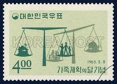 POSTAGE STAMP TO COMMEMORATE THE MONTH OF FAMILY PLANNING, a pair of scales, family, commemoration, green, light yellow, 1965 05 08, 가족계획의 달 기념, 1965년 05월 06일, 453, 가족계획한 가정과 비가족계획 가정, postage 우표