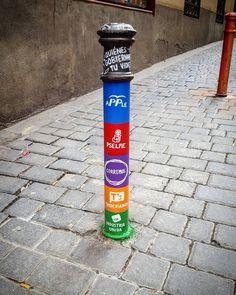 #arteurbano #malasaña #condeduque #condeduquegente #pintura #politics #politica #bolardo #bolardos #pp #cs #ciudadanos #psoe #iu #podemos #city #ciudad #mensaje #message #madrid #street #calle #urban #art by oinside