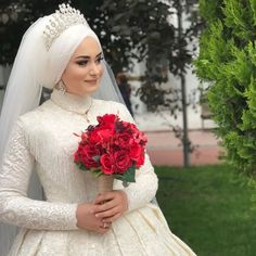 Image may contain: 1 person, close-up There are different rumors about the history of the marriage dress; Bridal Hijab, Hijab Bride, Wedding Hijab, Bridal Gowns, Wedding Gowns, Wedding Cakes, Muslimah Wedding Dress, Muslim Wedding Dresses, Muslim Brides