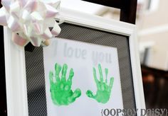 Handprint Mother's Day gift idea via @Alison (Oopsey Daisy)