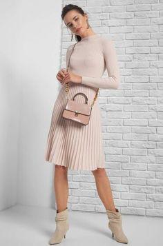 Plisseekleid in Midi-Länge Pretty Box, Elegant, Trendy Outfits, Tops, Highlights, Clothes, Fashion, Full Skirts, Mandarin Collar