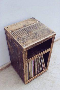 He encontrado este interesante anuncio de Etsy en https://www.etsy.com/es/listing/226527141/reclaimed-wood-side-table-handmade